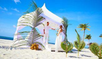 Symbolická nebo právně platná svatba na pláži?